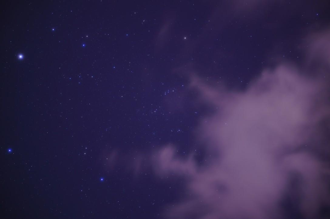 雲の切れ間を狙って何とか星が撮れました。強風で空模様がみるみる変わるので、カメラの向きを変えるのが忙しかったです。