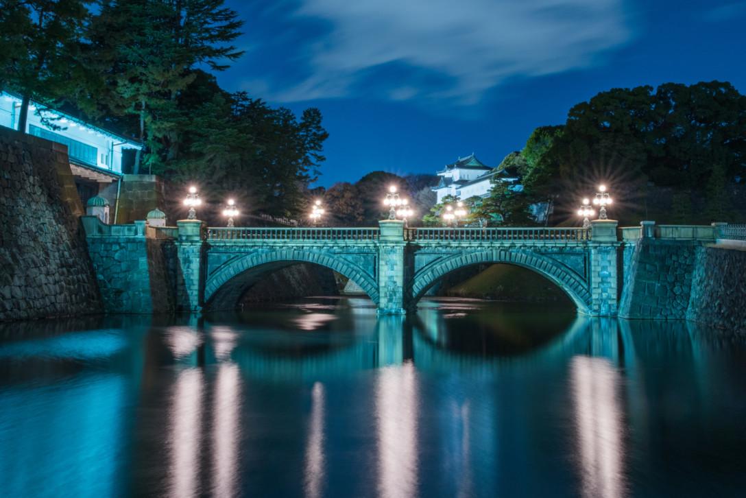 皇居 正門石橋のライトアップ