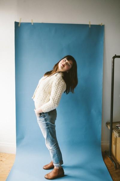 他のフォトシュートで買ったブルーのバックグドロップで撮りたいというChelseaのご希望にそってパシリ!