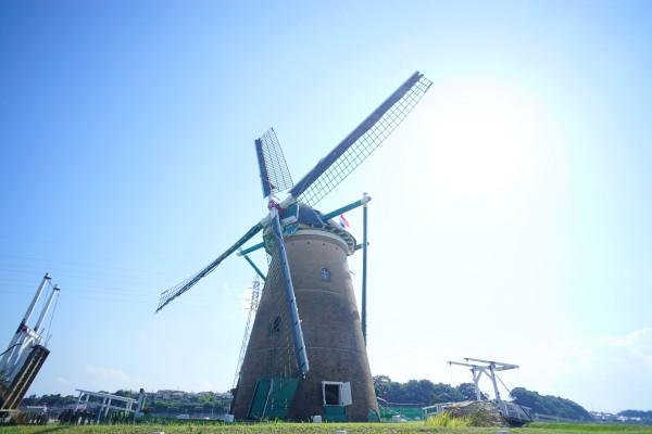 青空と風車 風車の中にも入れます!