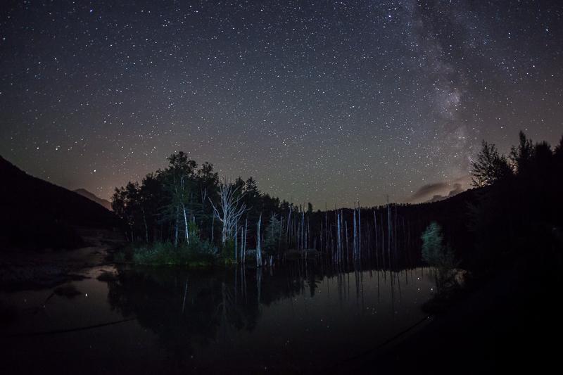 北海道 美瑛の青い池の星空