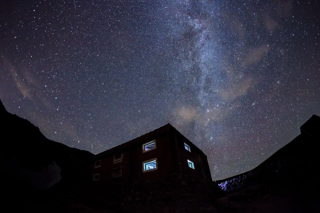 北海道 白雲岳白雲岳避難小屋の星空