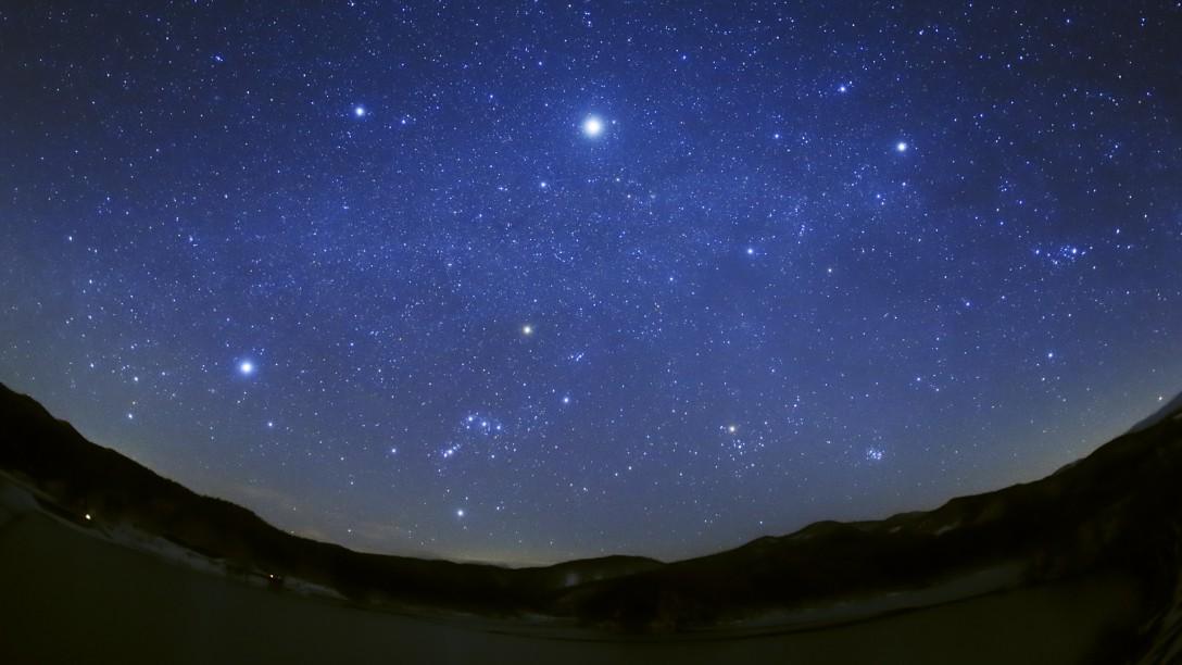 宮城県 栗駒山麓の荒砥沢ダムの湖畔の星空