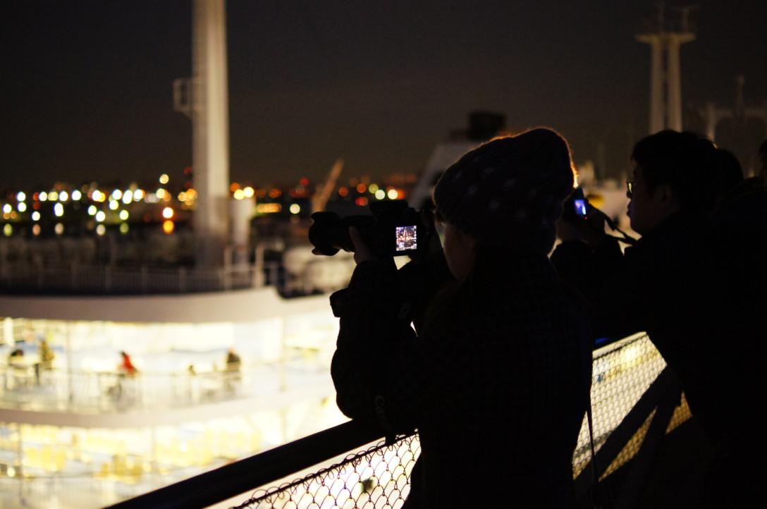 横浜の夜景を撮りに行って撮ってる彼女を盗撮?