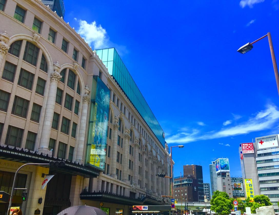 青空の大阪にて