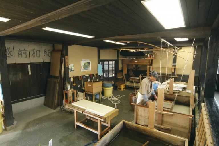 越前和紙の里卯立の工芸館