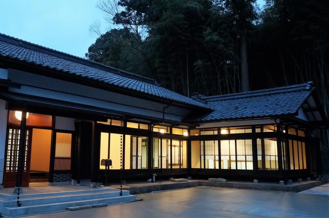 禅の里 笑来 建物外観(夜間)