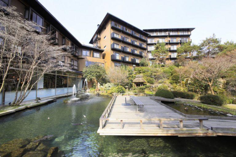 賀茂川荘(庭園からの外観 昼)